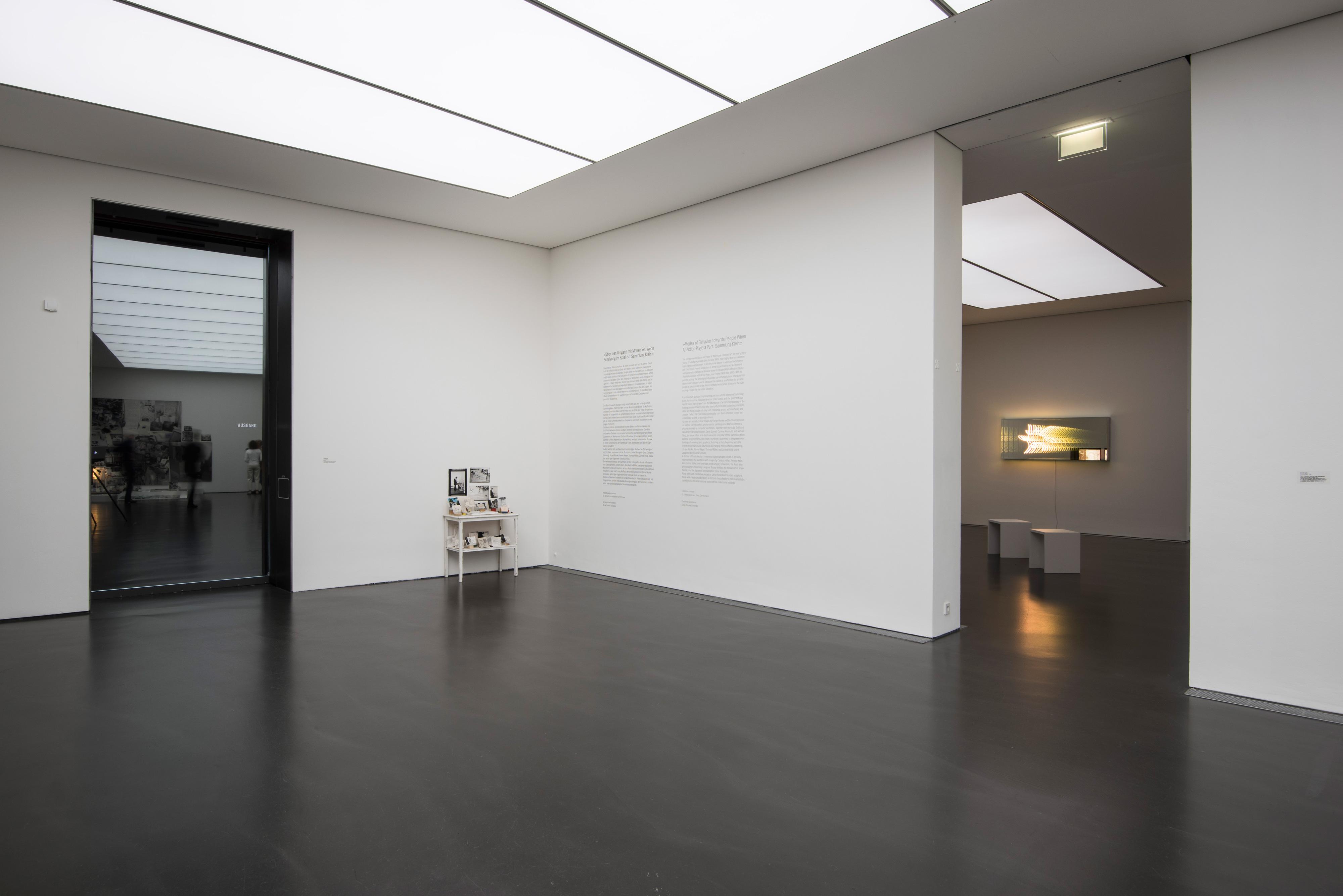 Galerie Barbara Thumm \ Anna Oppermann – Über den Umgang mit Menschen, wenn Zuneigung im Spiel ist.