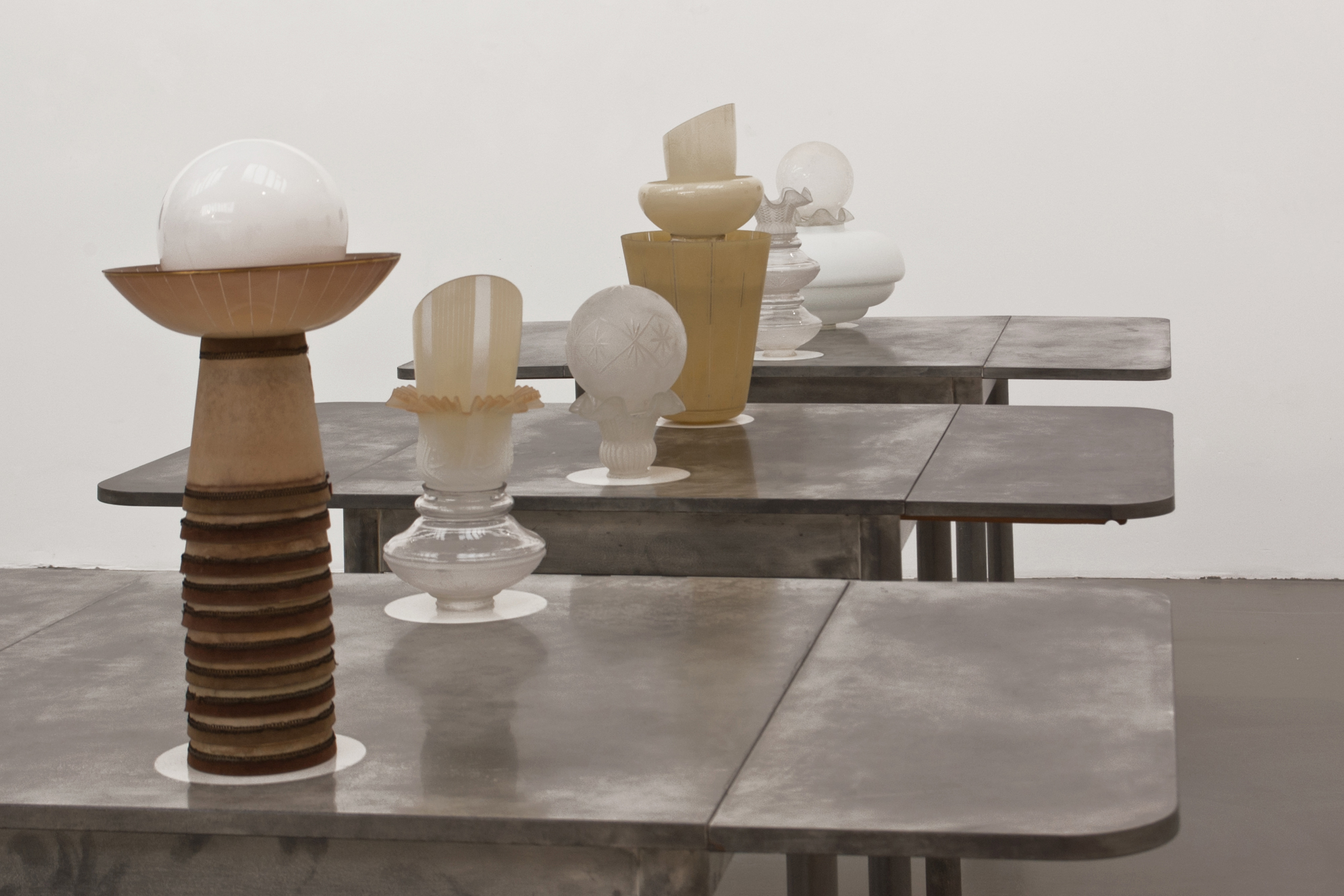 Galerie Barbara Thumm \ Fiona Banner, Marcus Becker, Diango Hernández – Group show \ Dining at Eight (2009)
