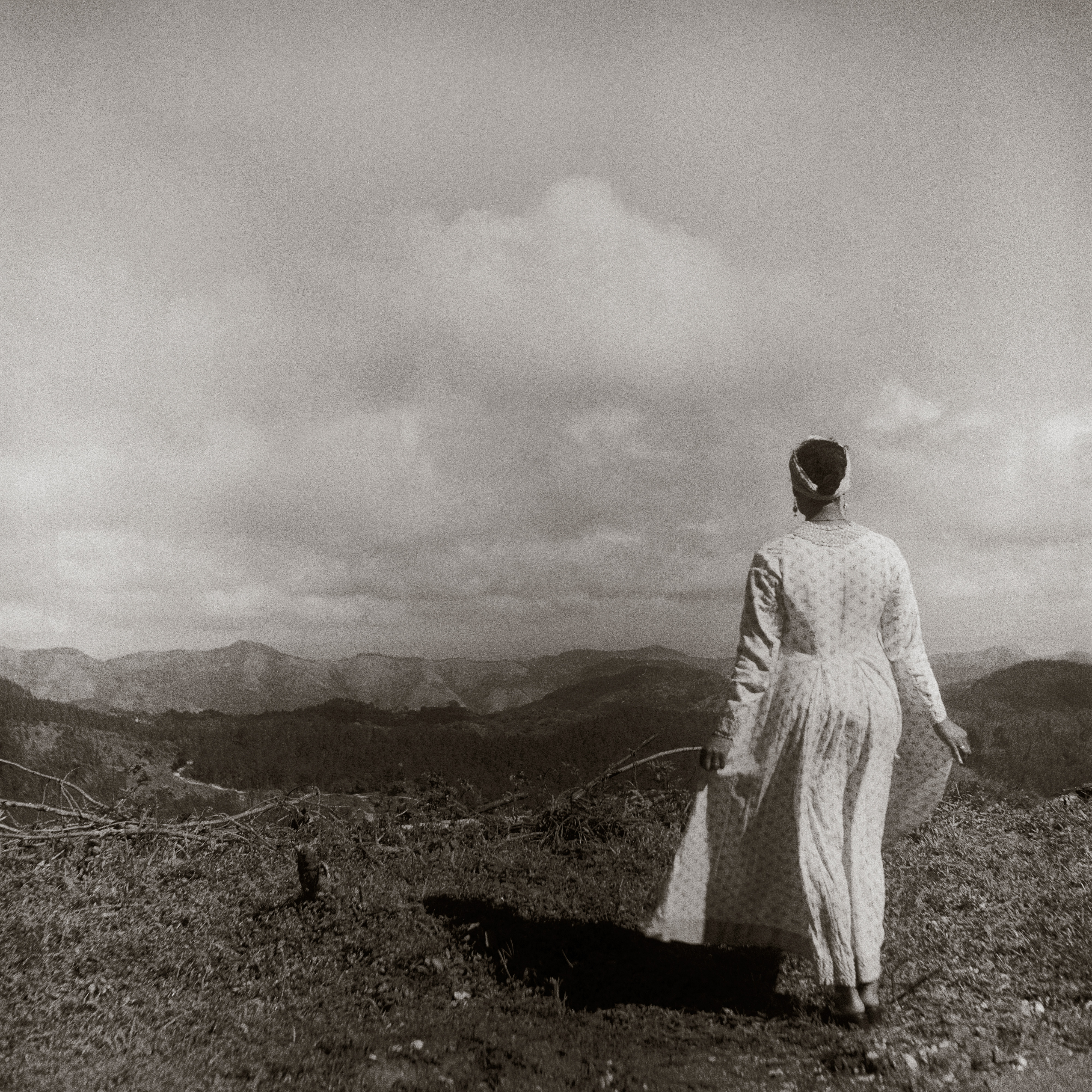 Galerie Barbara Thumm \ Carrie Mae Weems: In the Mountains of Santiago de Cuba (CMW-02-011) \ In the Mountains of Santiago de Cuba (2002)