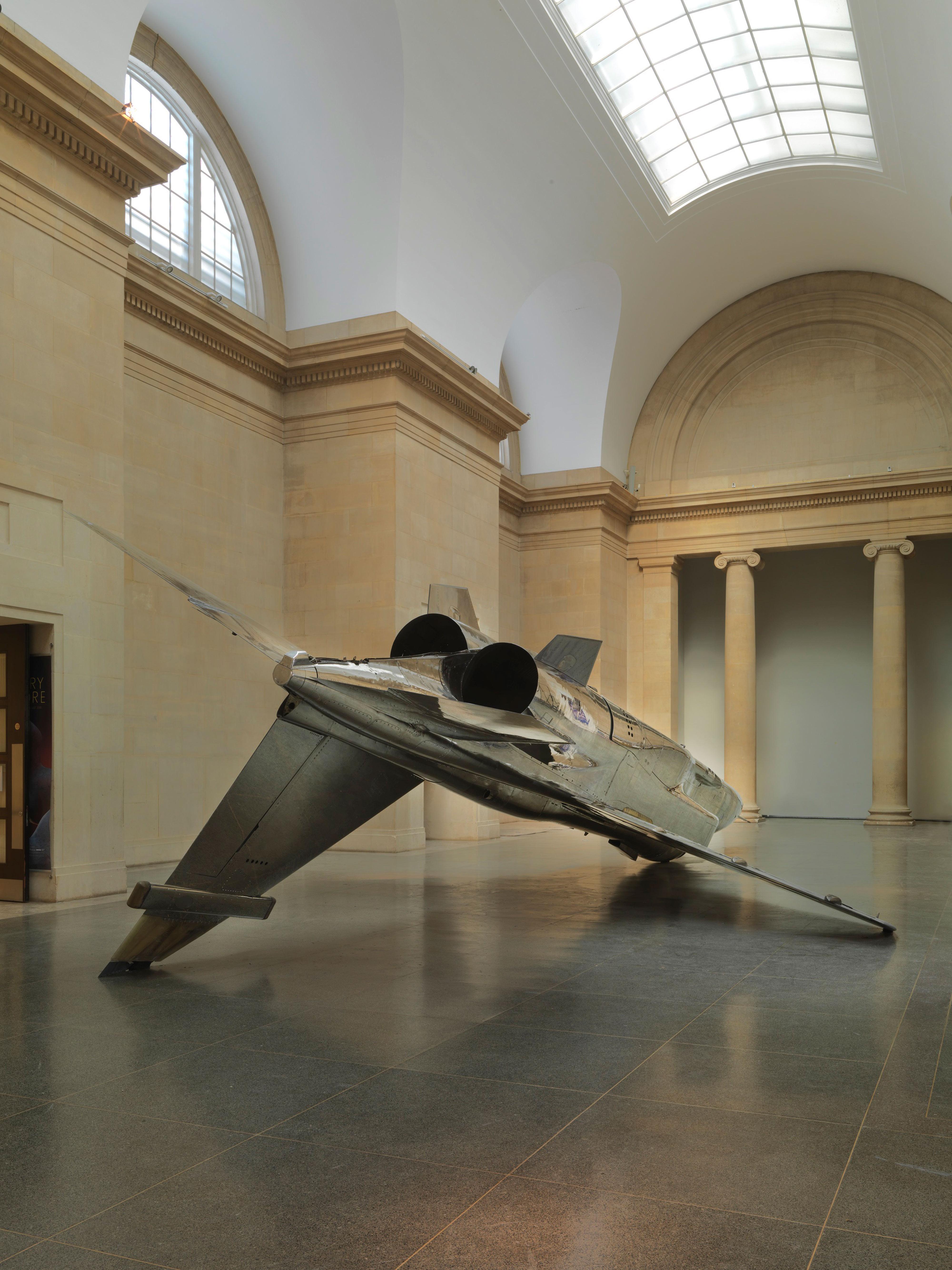 Galerie Barbara Thumm \ Fiona Banner aka The Vanity Press – Harrier and Jaguar