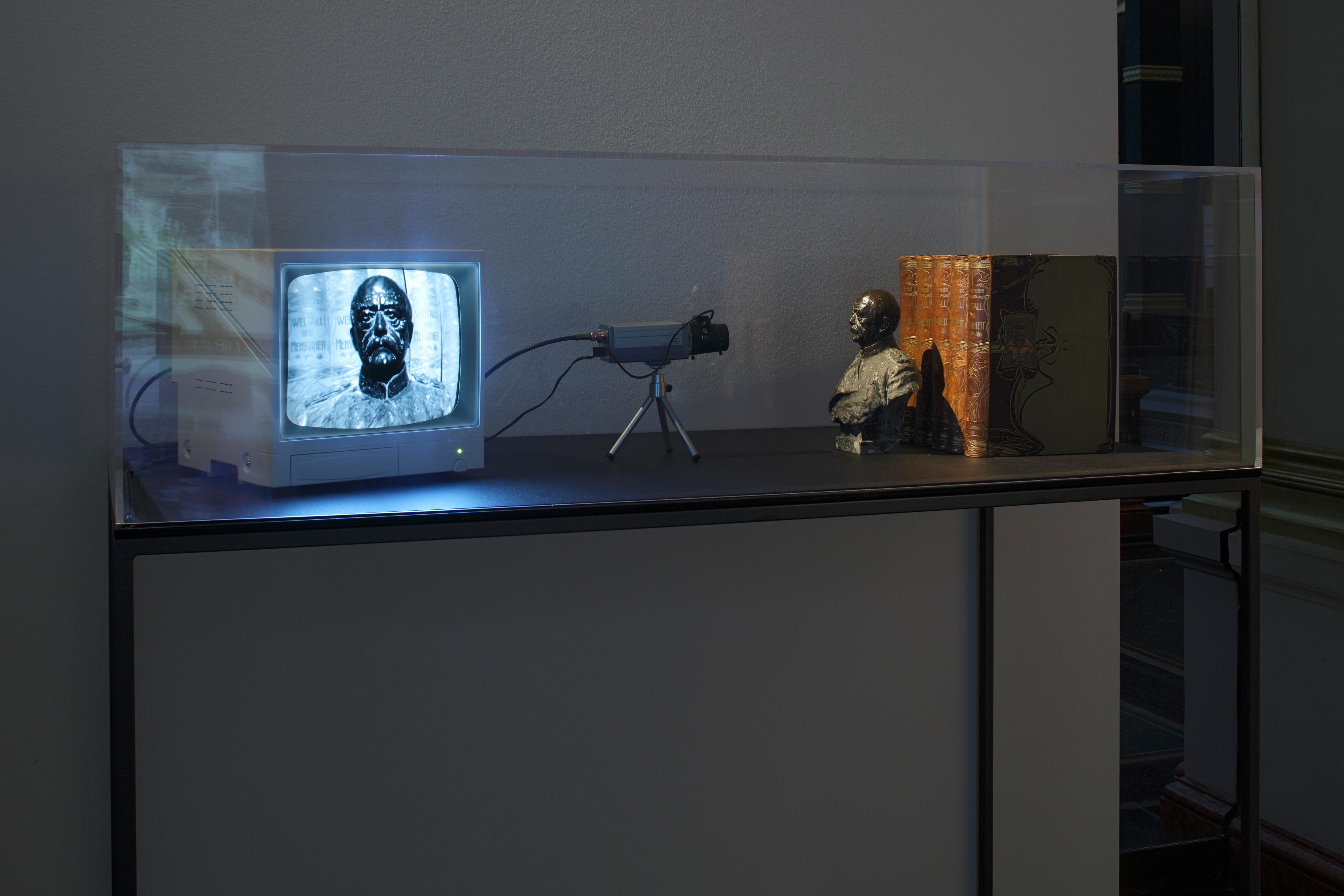 Galerie Barbara Thumm \ Fernando Bryce – Die Tropen. Ansichten von der Mitte der Weltkugel